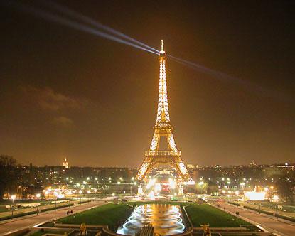 Eifelio bokštas . . .  Eiffel-tower